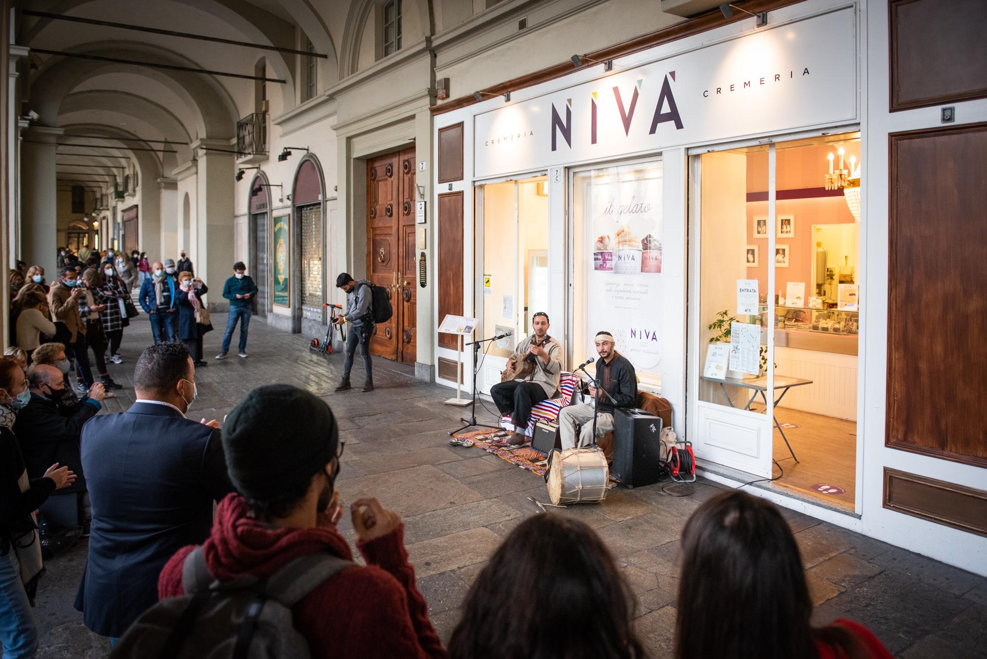 i_suoni_di_terra_madre_in_piazza_vittorio_orchestra_terra_madre2